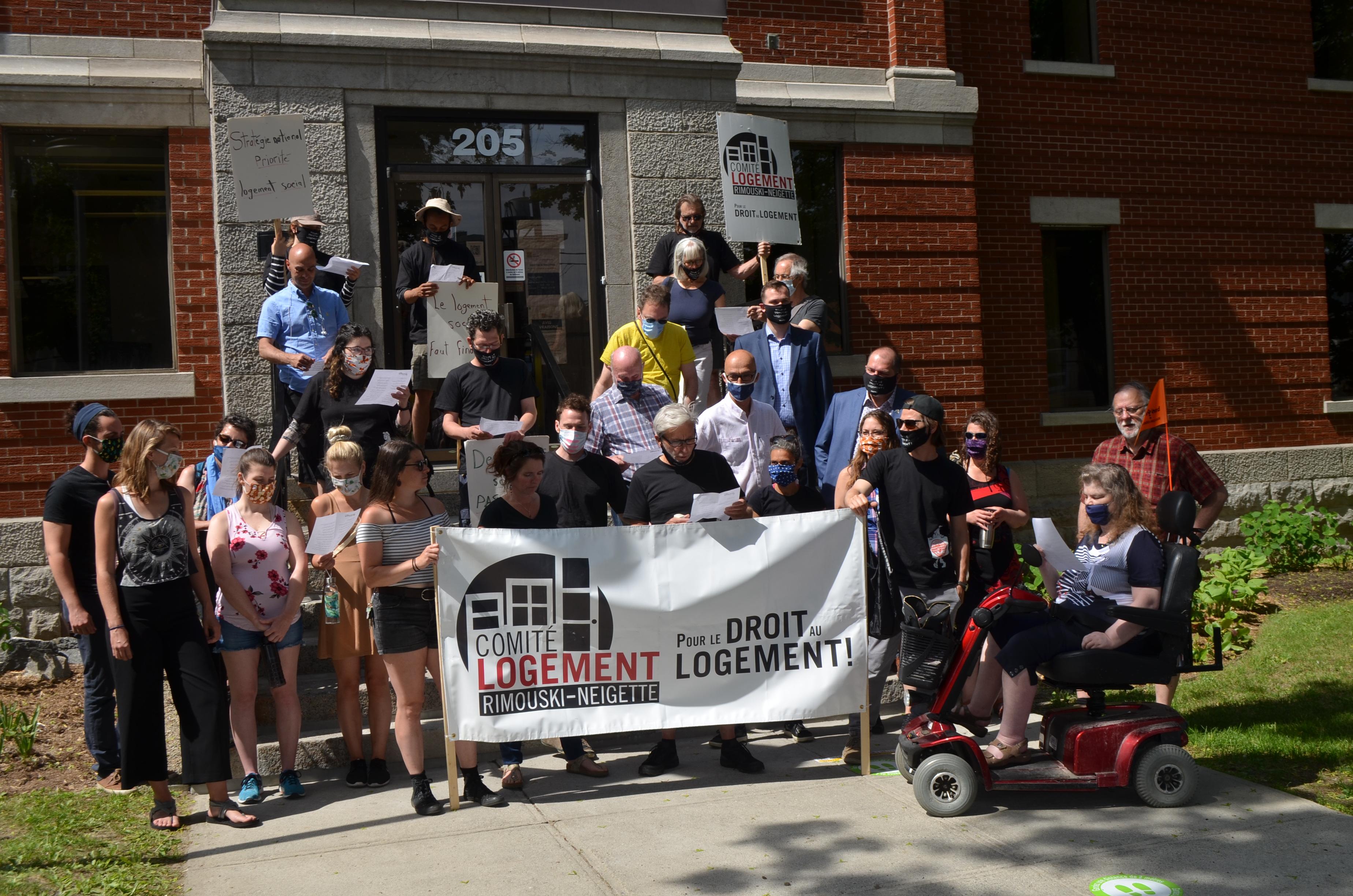 Le Comité logement Rimouski-Neigette demande au gouvernement Legault de profiter de son plan de relance post-pandémie pour financer un grand chantier de logement social.