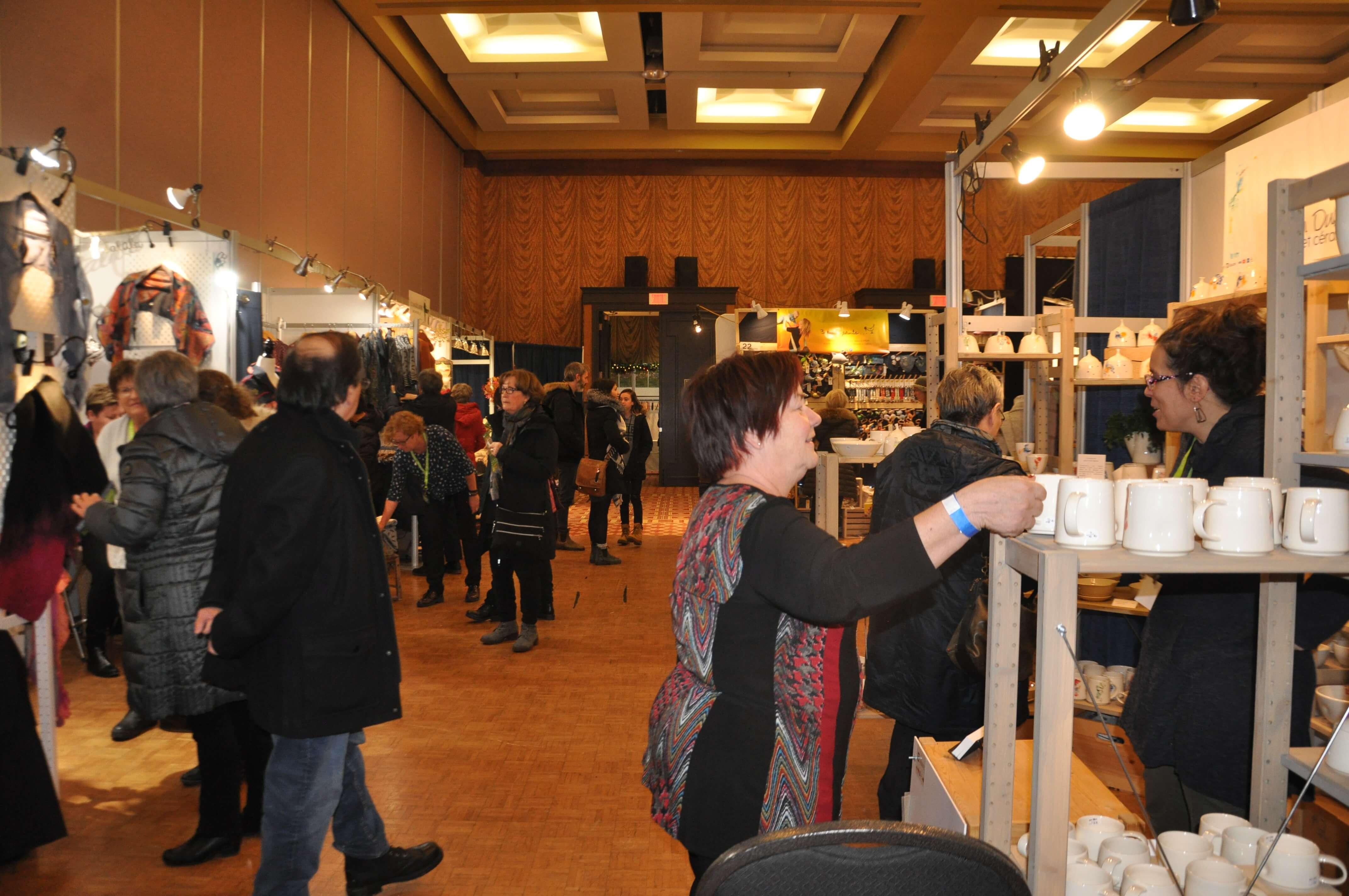 Le 19e Salon des métiers d'art du Bas-Saint-Laurent réunit 37 artisans et artistes à Rimouski.
