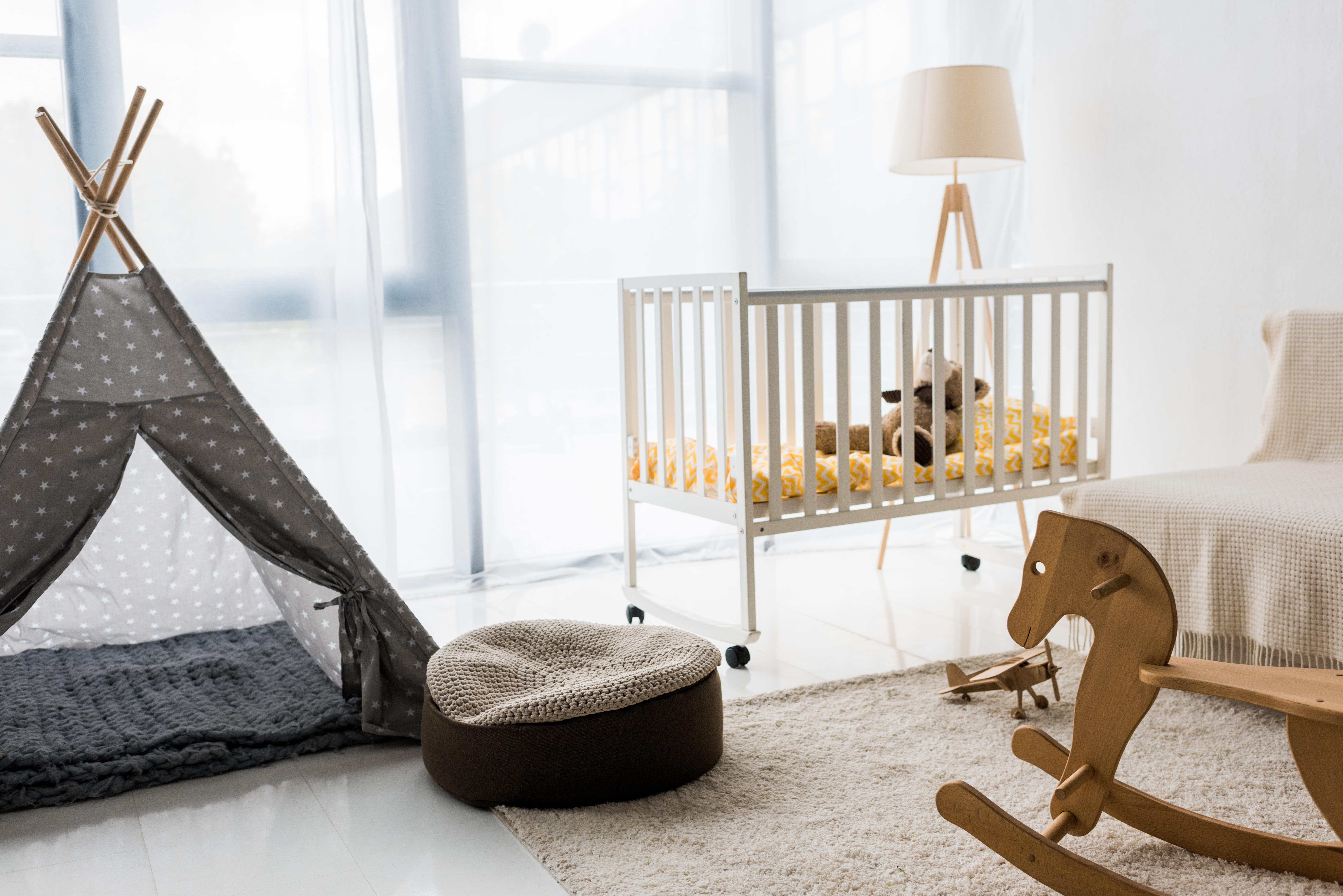 chambre bébé enfant tipi, cheval de bois