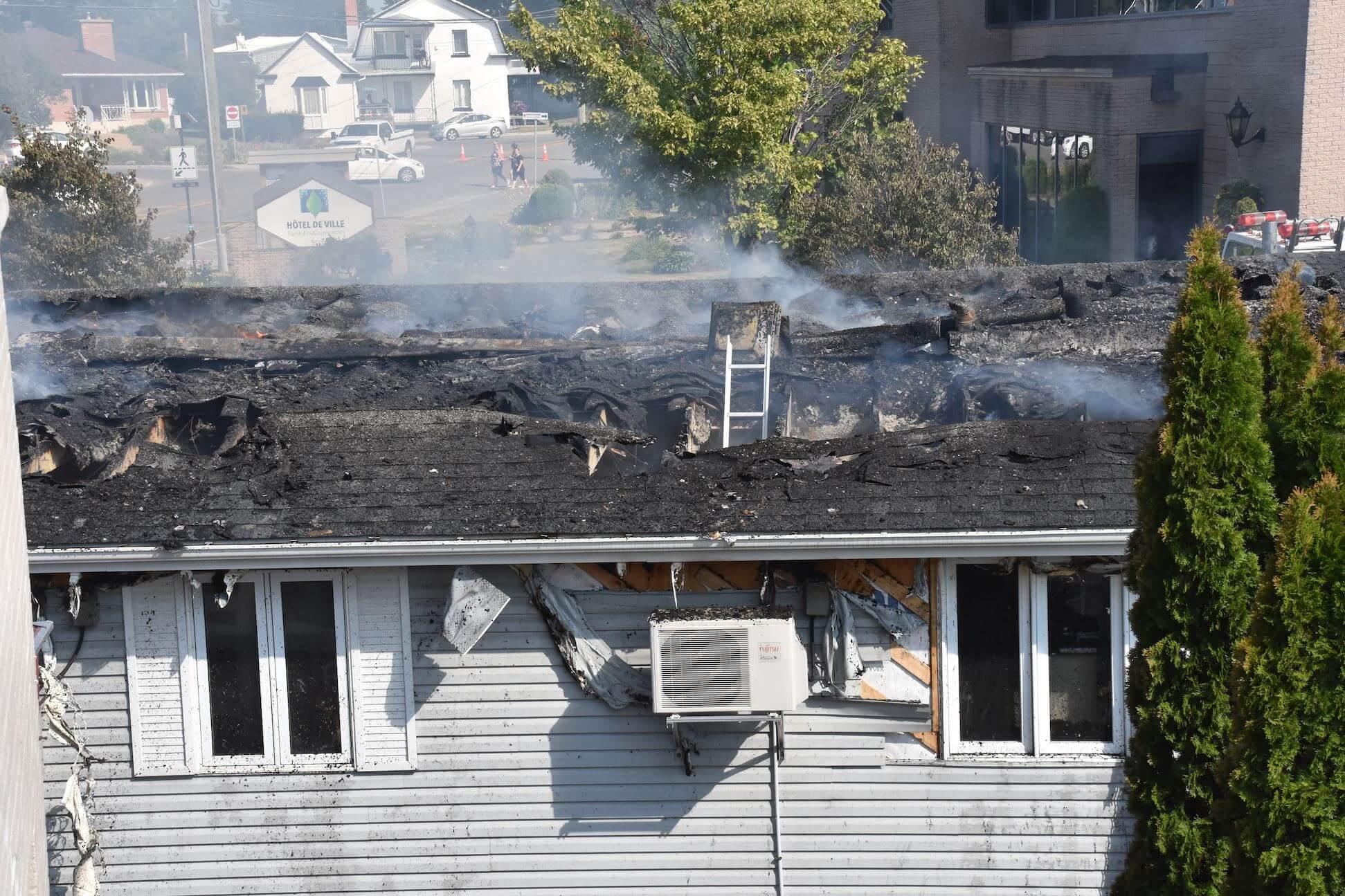 Incendie bibliothèque à Saint-Lin-Laurentides