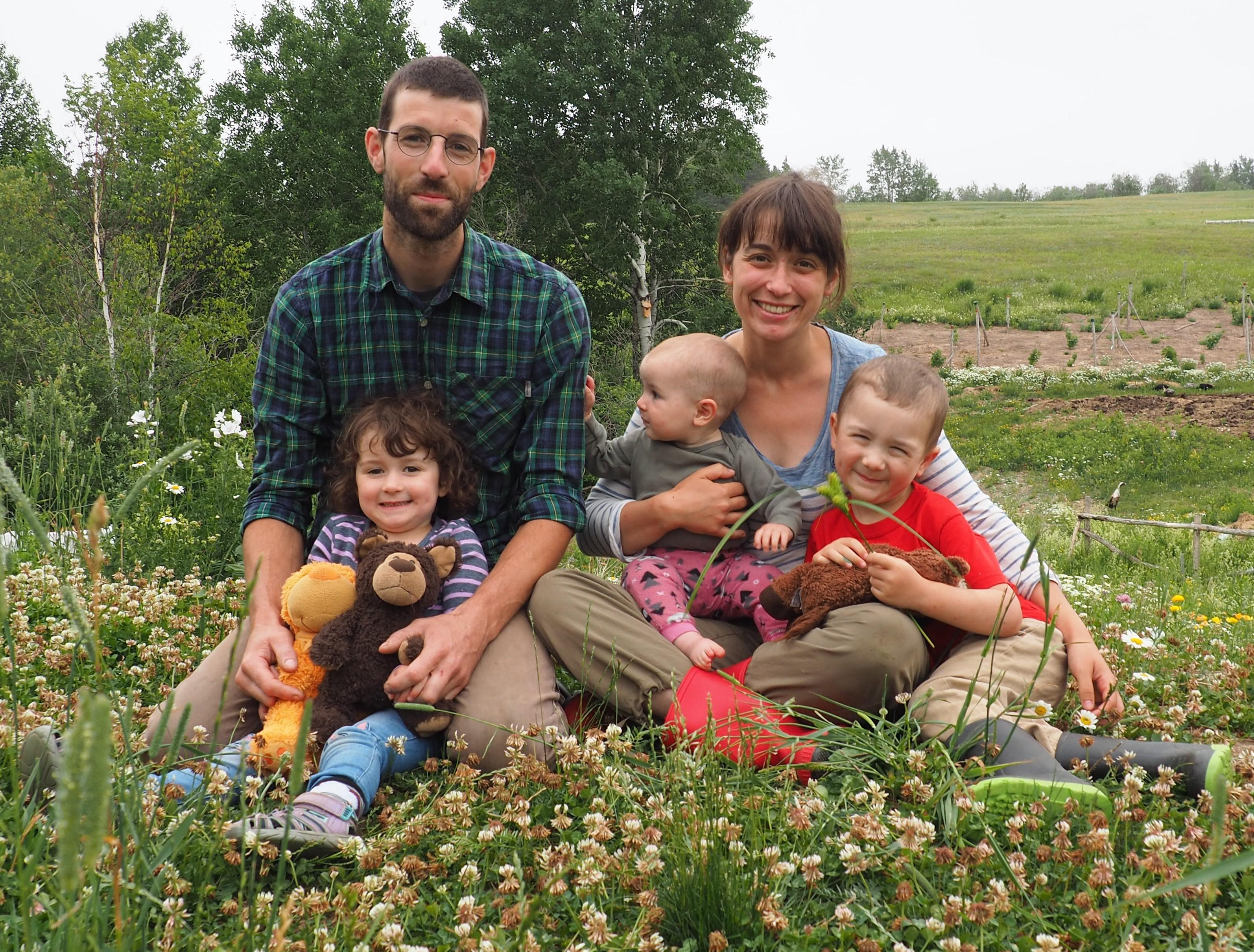 Les propriétaires de la ferme Aux jaseurs des cèdres font partie des entreprises qui offrent leurs produits.