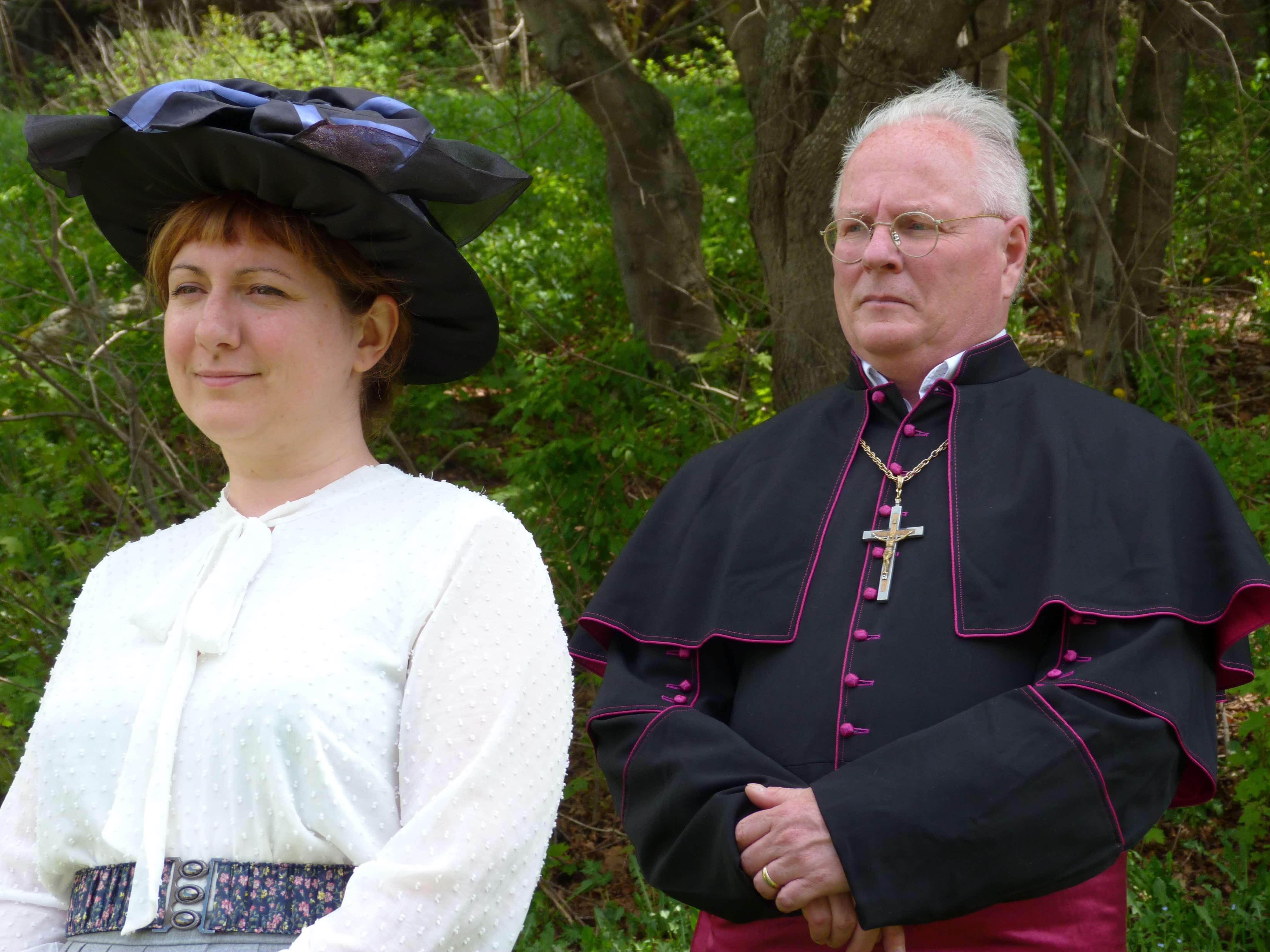 Robertine Barry (Stéphanie Pelletier) et Mgr Paul Bruchési (Paul Fortier).