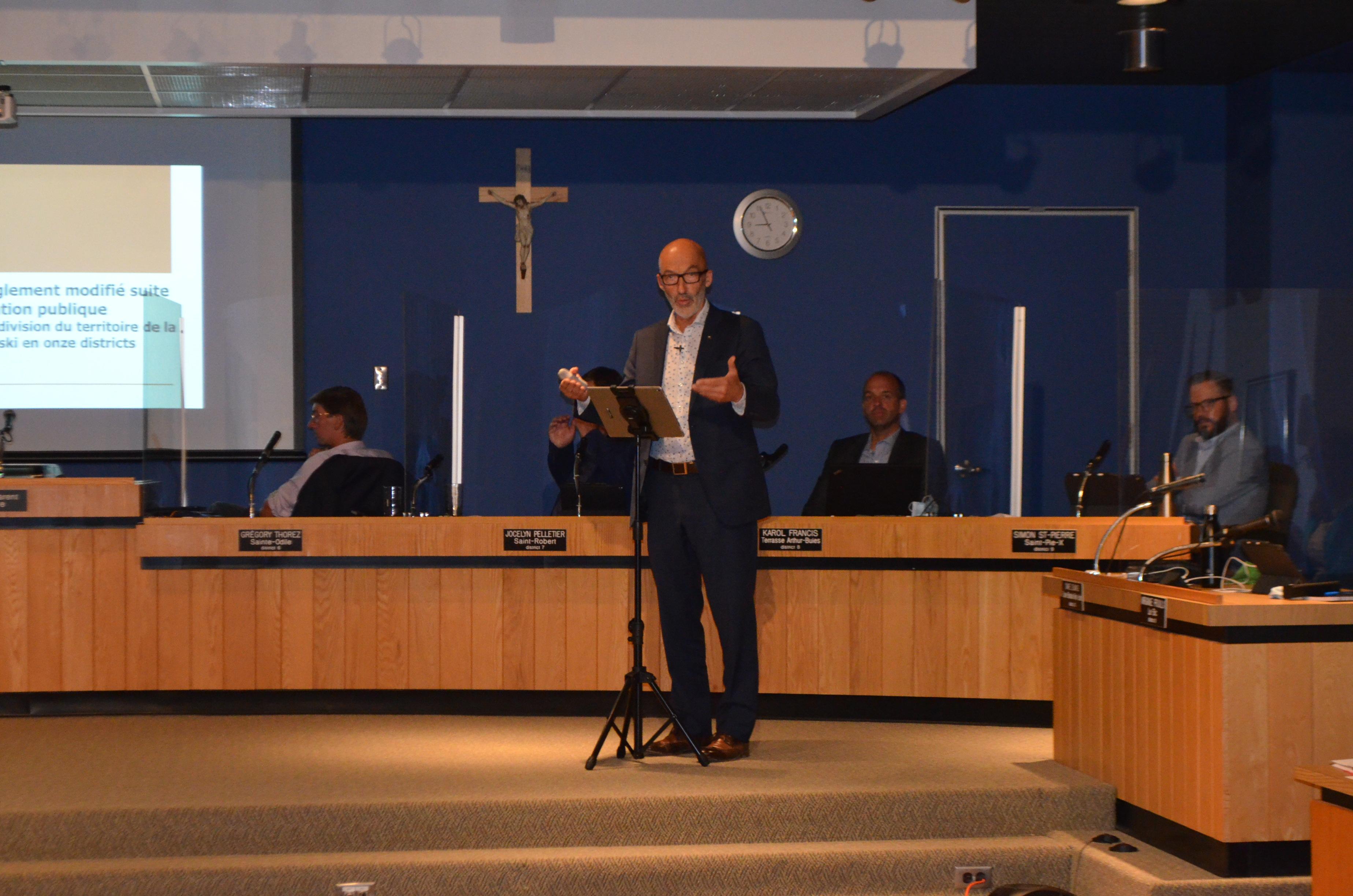Premier conseil municipal devant public à Rimouski depuis la mi-mars.