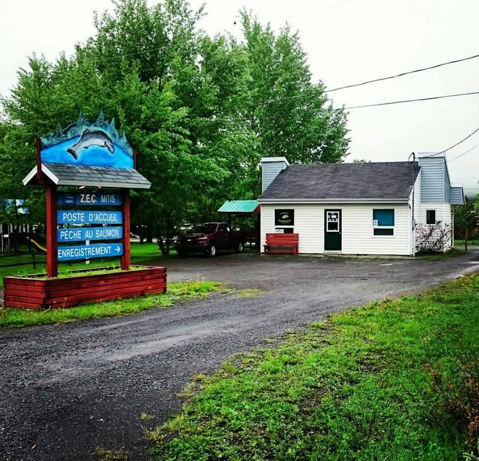 Le poste d'accueil de la ZEC de la rivière Mitis.