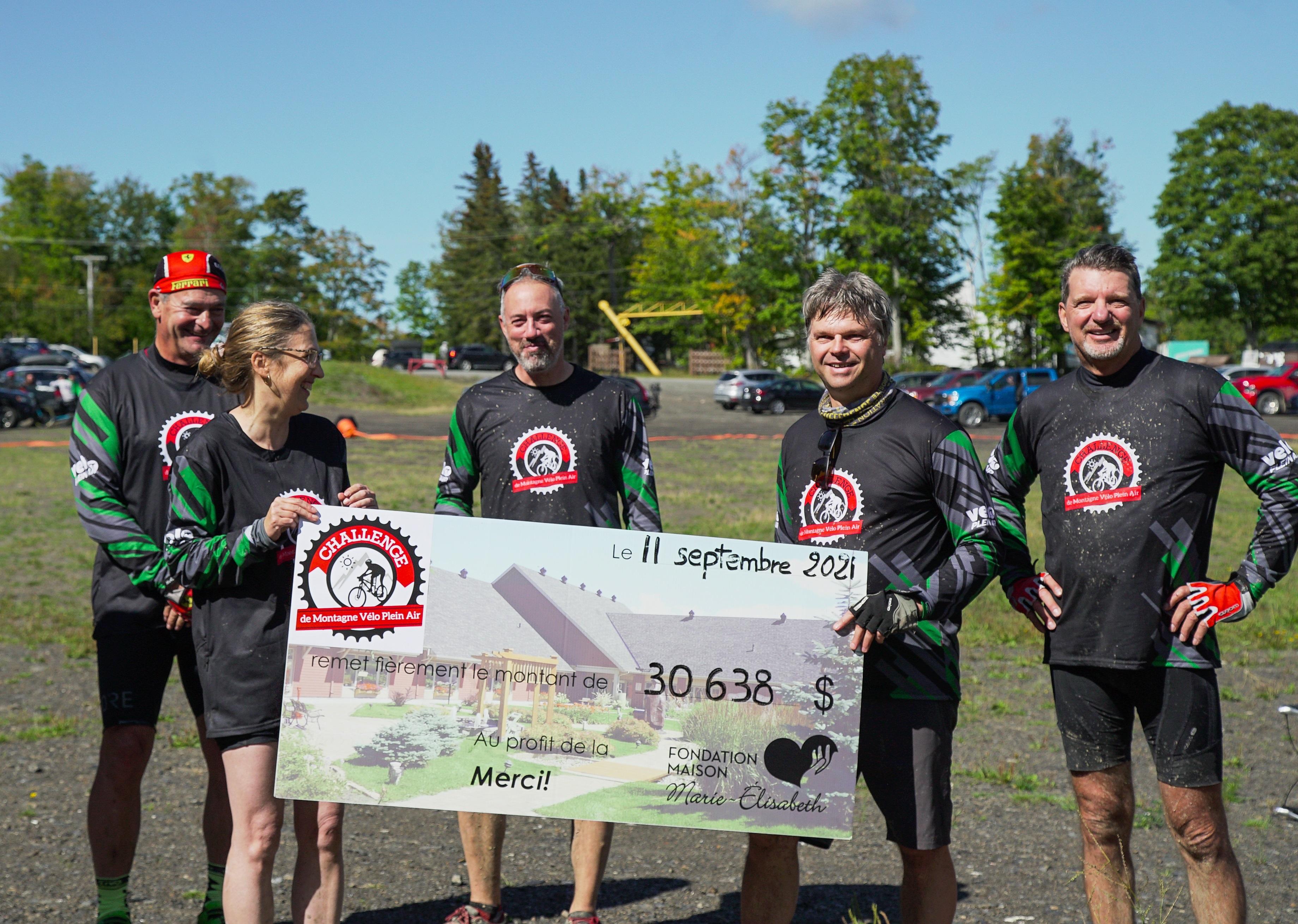 Les 50 cyclistes du Challenge de montagne Vélo Plein Air ont permis de récolter 31000 $ pour la Maison Marie-Élisabeth.