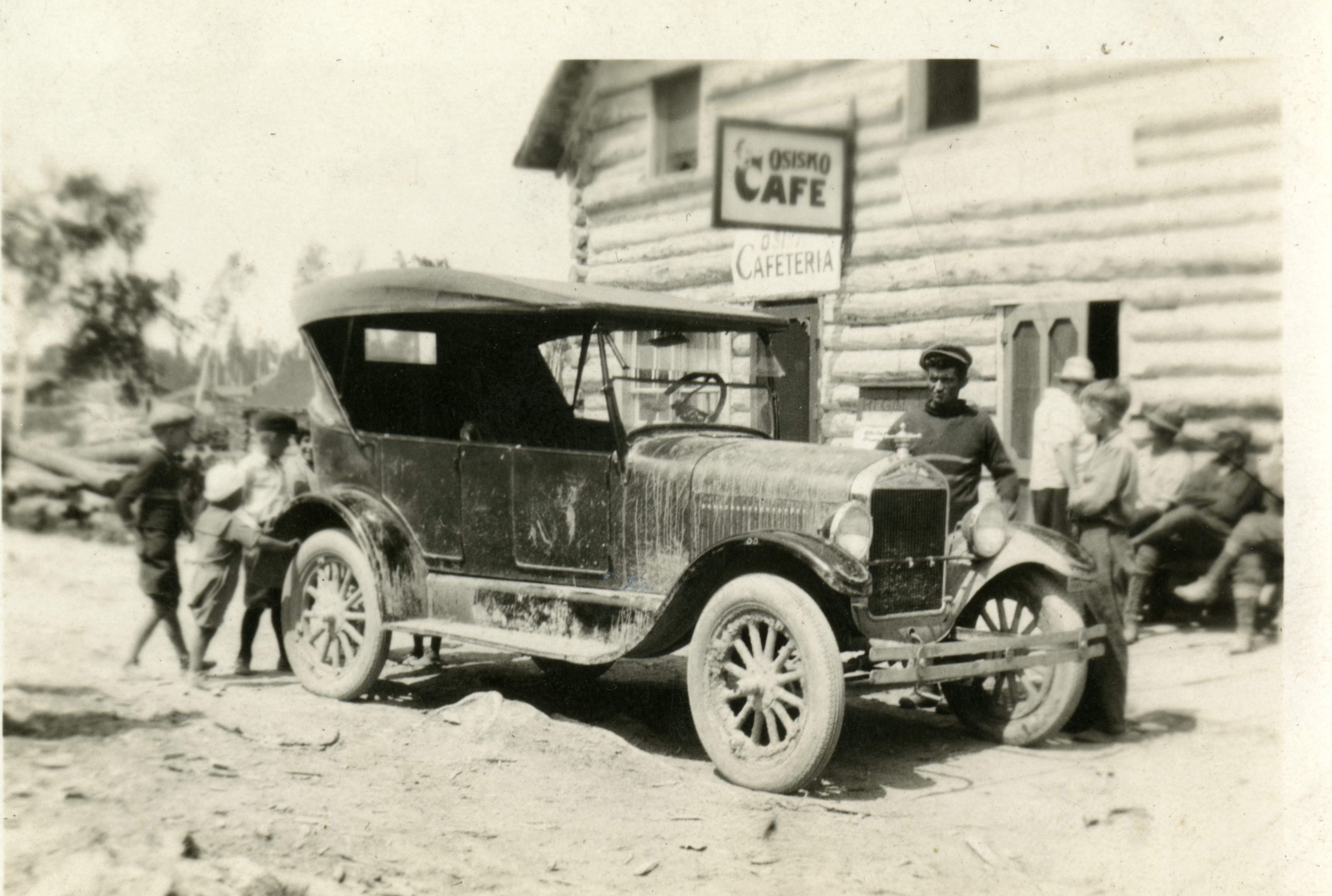 BAnQ_premiere_auto_Rouyn_1926