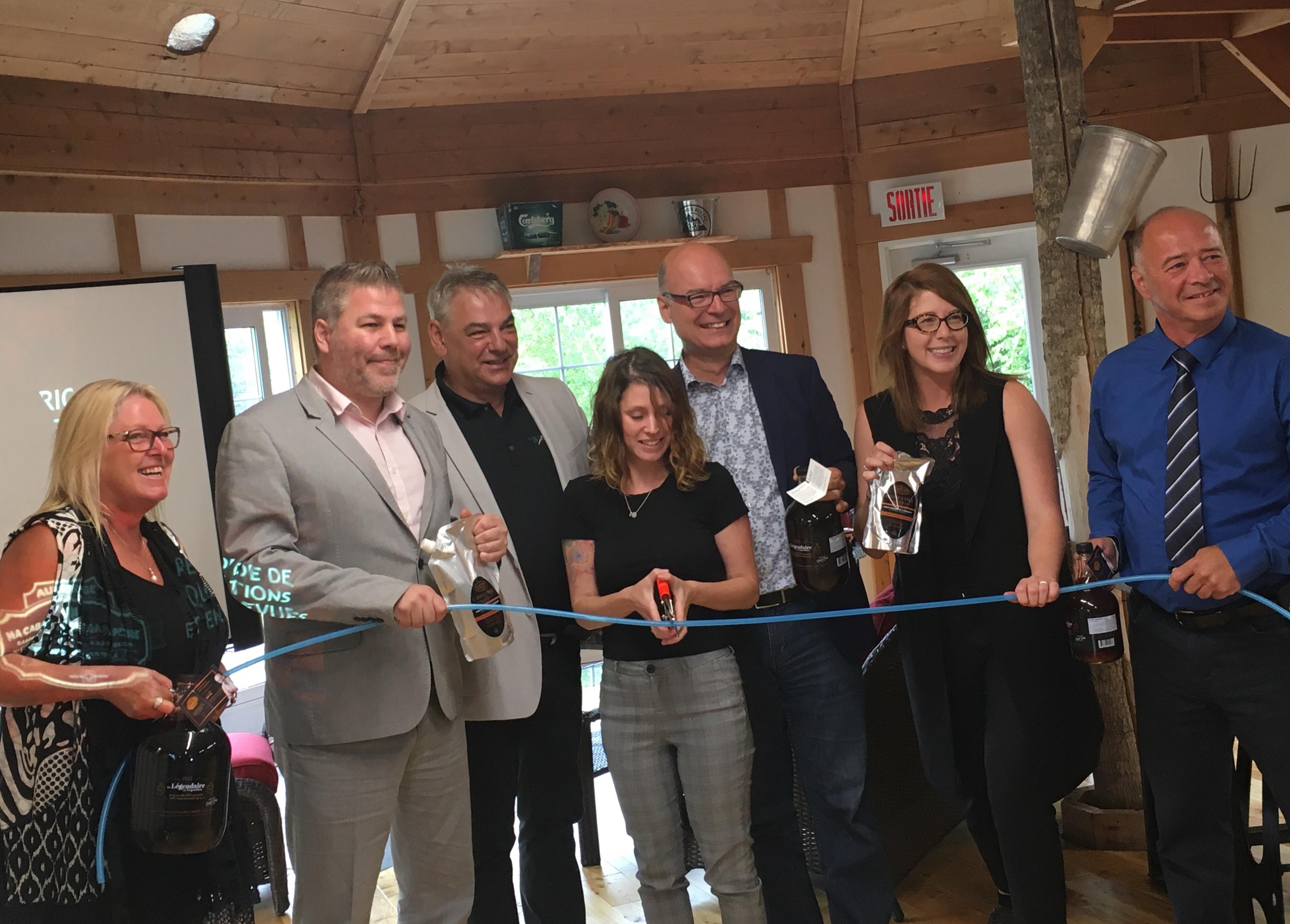Inauguration officielle de l'Auberge Ma Cabane en Gaspésie à Sainte-Paule.