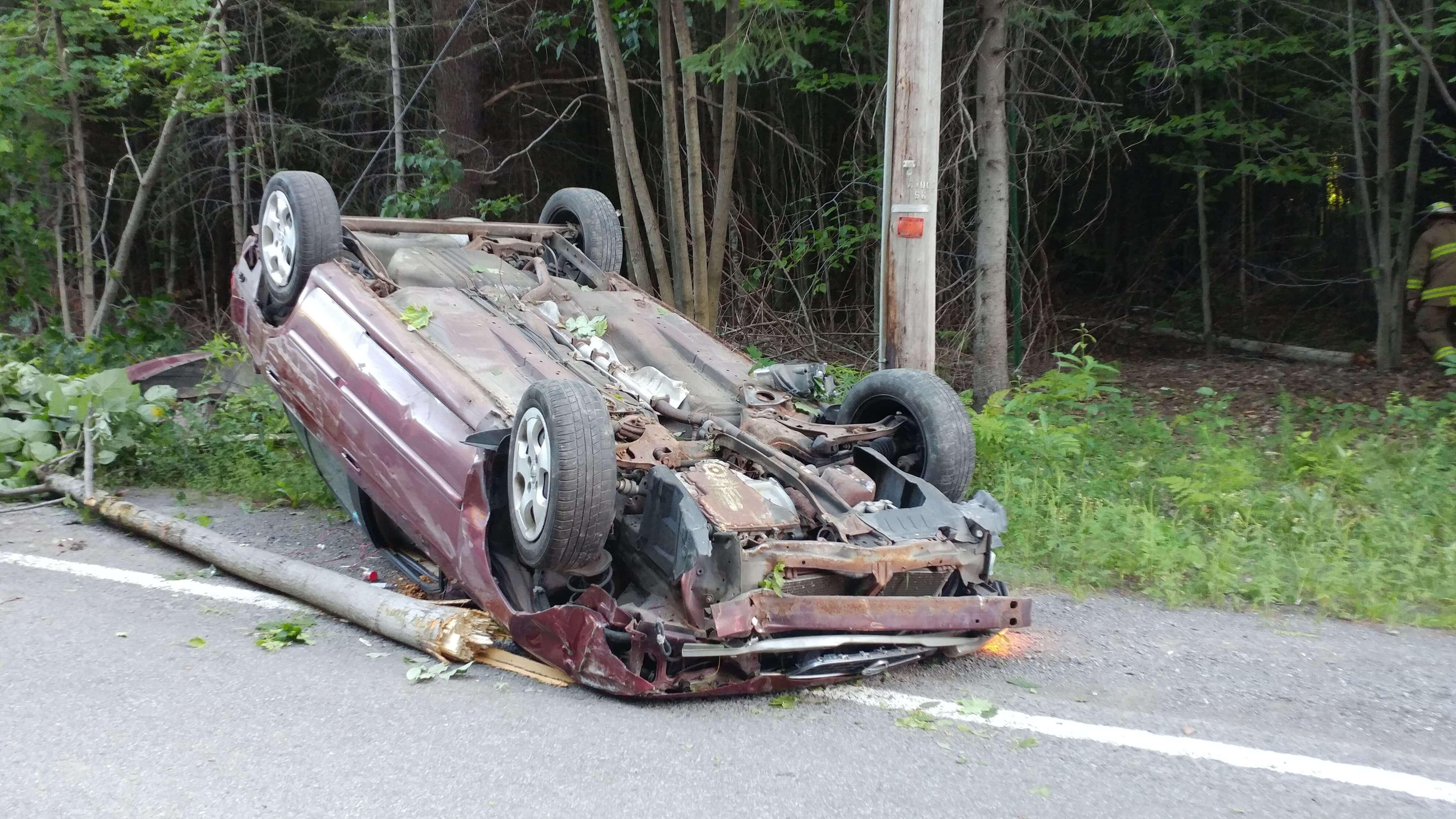 Une voiture a capoté sur la route 341 à Rawdon le 10 août 2018 après que sa conductrice ait voulu éviter un animal.