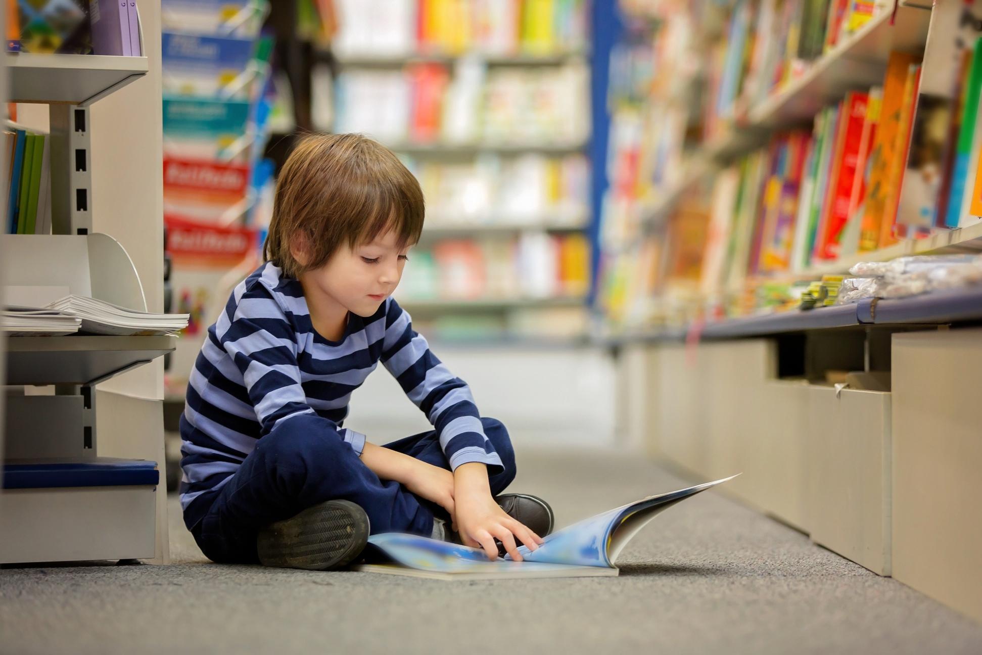 Bibliothèque, livres, enfant.