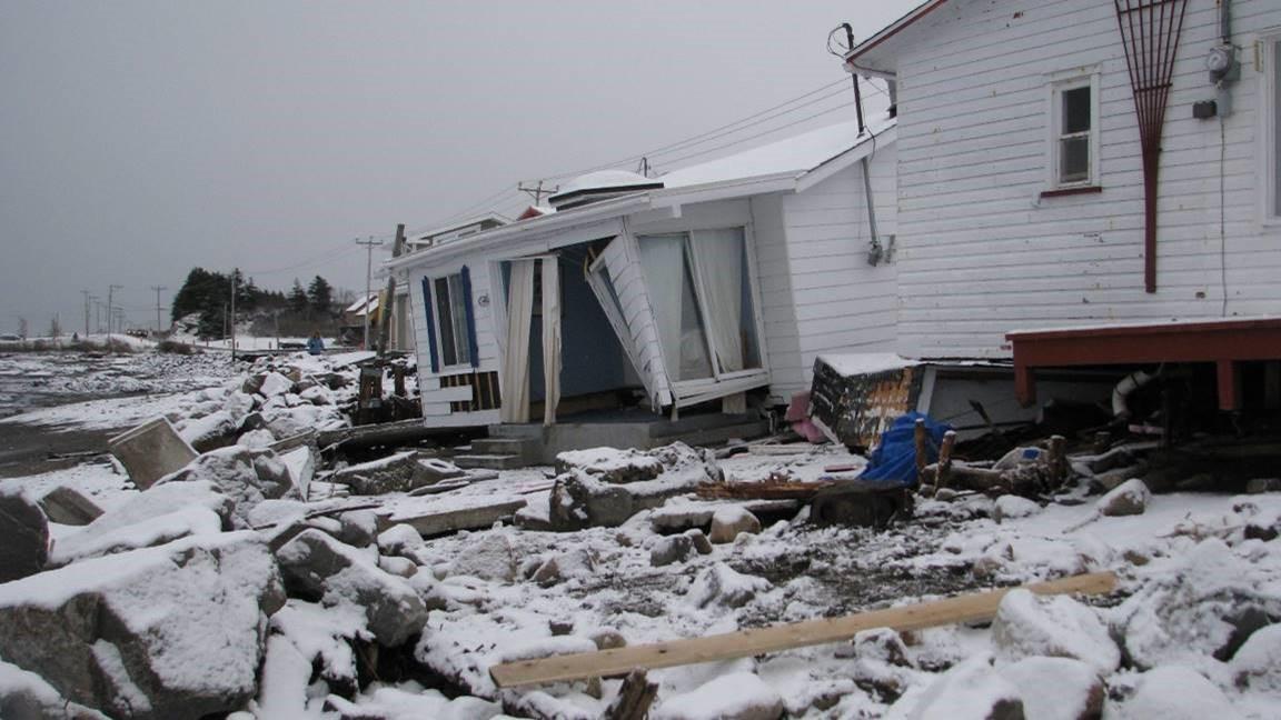 Durs lendemains à la suite des grandes marées du 6 décembre 2010.