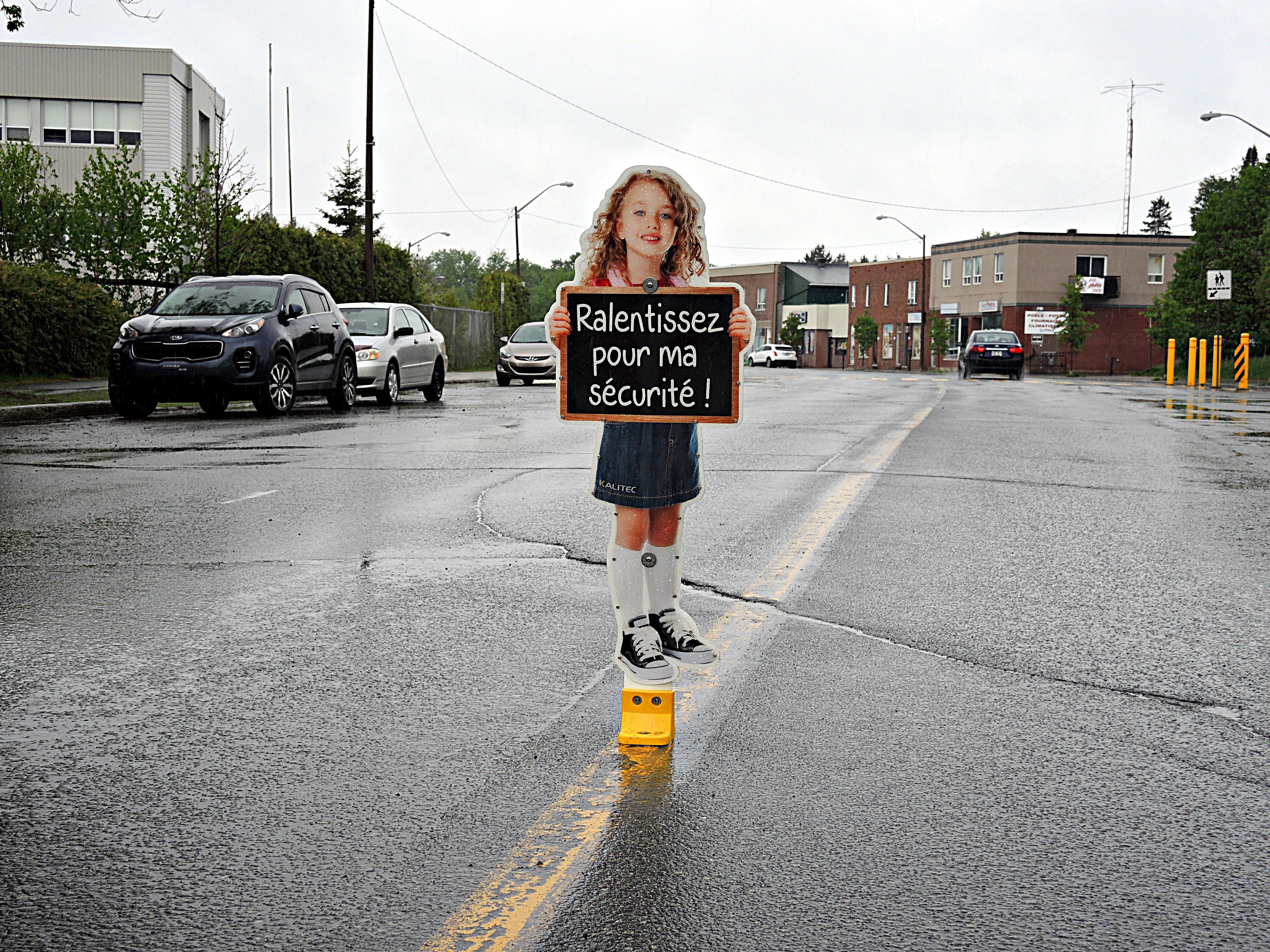 Affiche fillette école