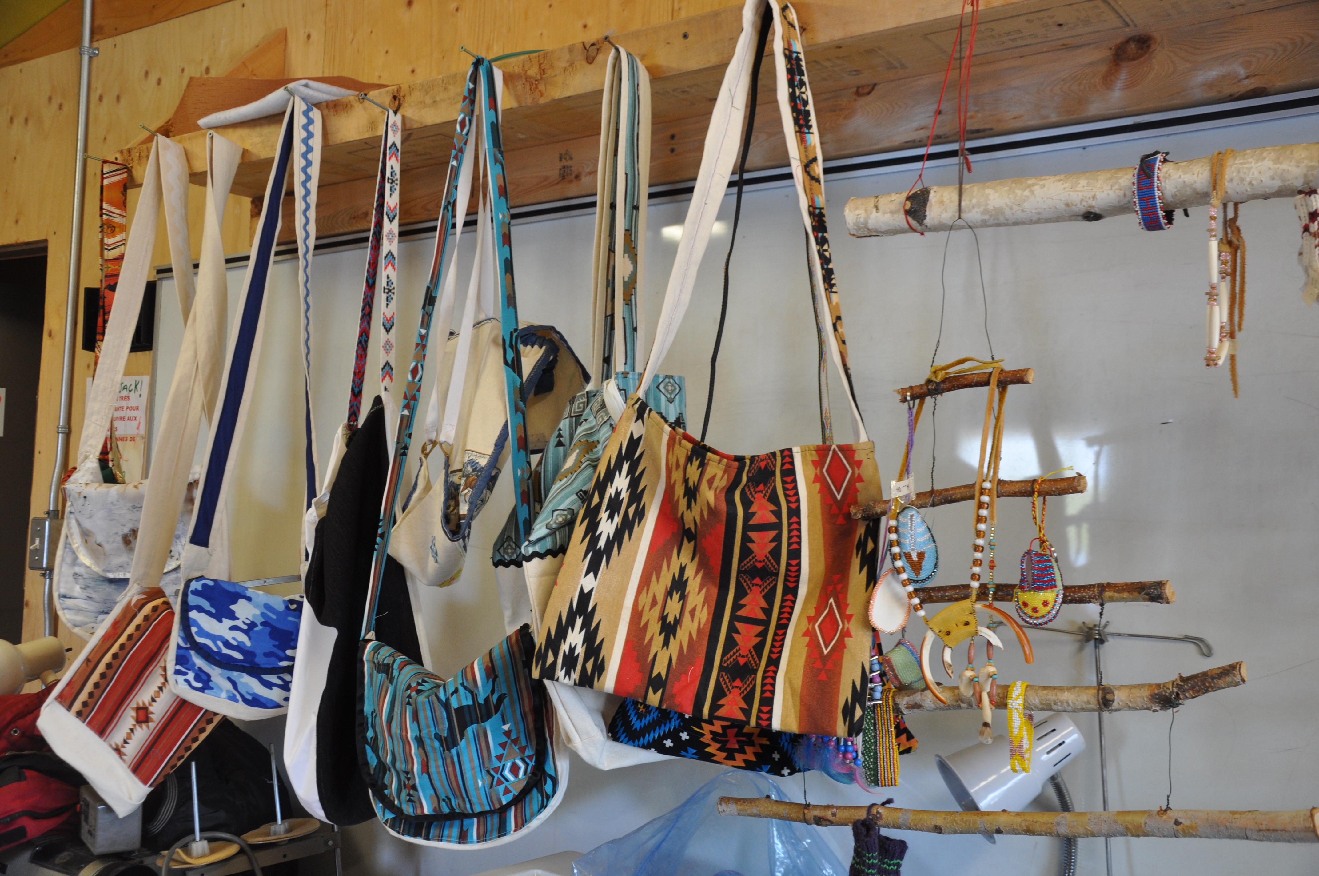 Kitcisakik autochtone communauté femmes couture artisanat culture