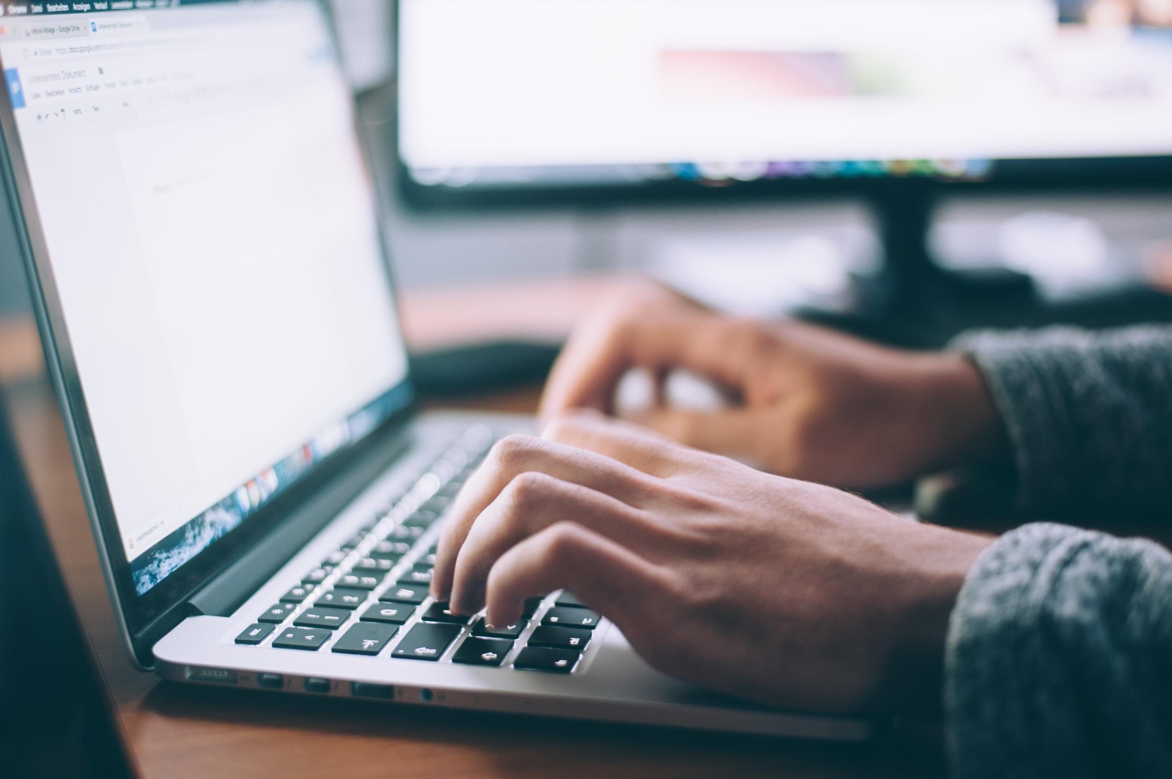 Télétravail, formation en ligne, ordinateur