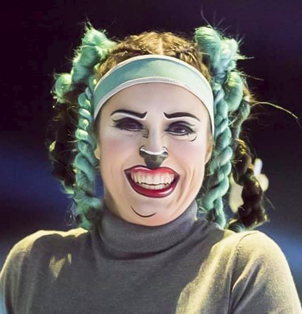 Caroline Bernier-Dionne marionnettiste sur glace