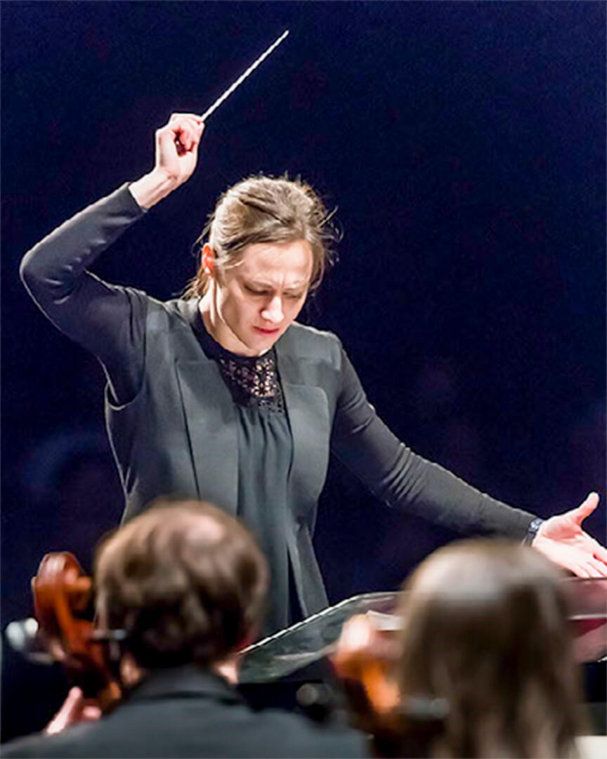 Dina Gilbert chef orchestre symphonique de l'Estuaire