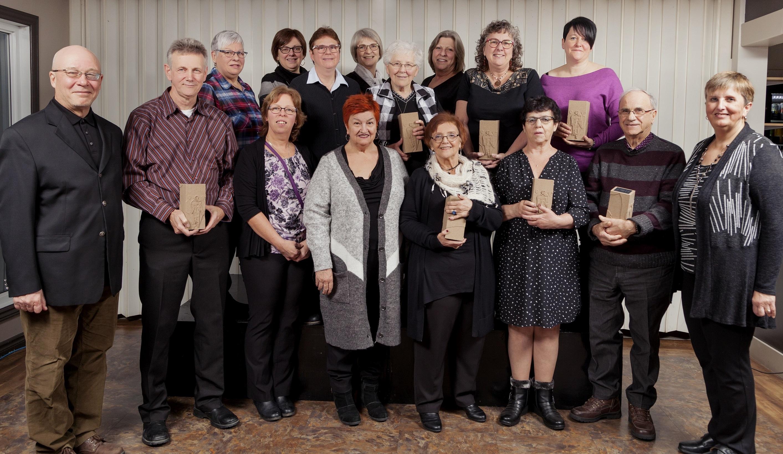 Douze bénévoles reçoivent  un prix Hommage de l'ACEQ.