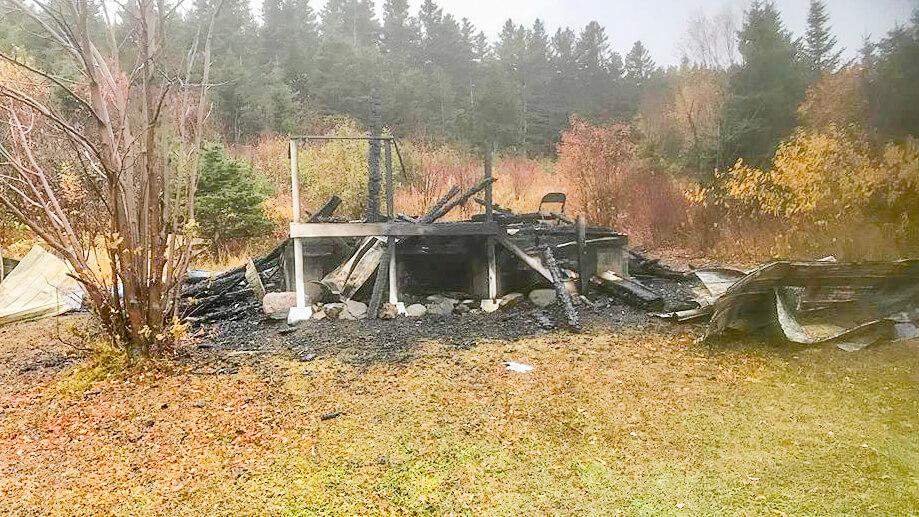 Incendie suspect Anse-Pleureuse atelier artistes vandalisme criminel