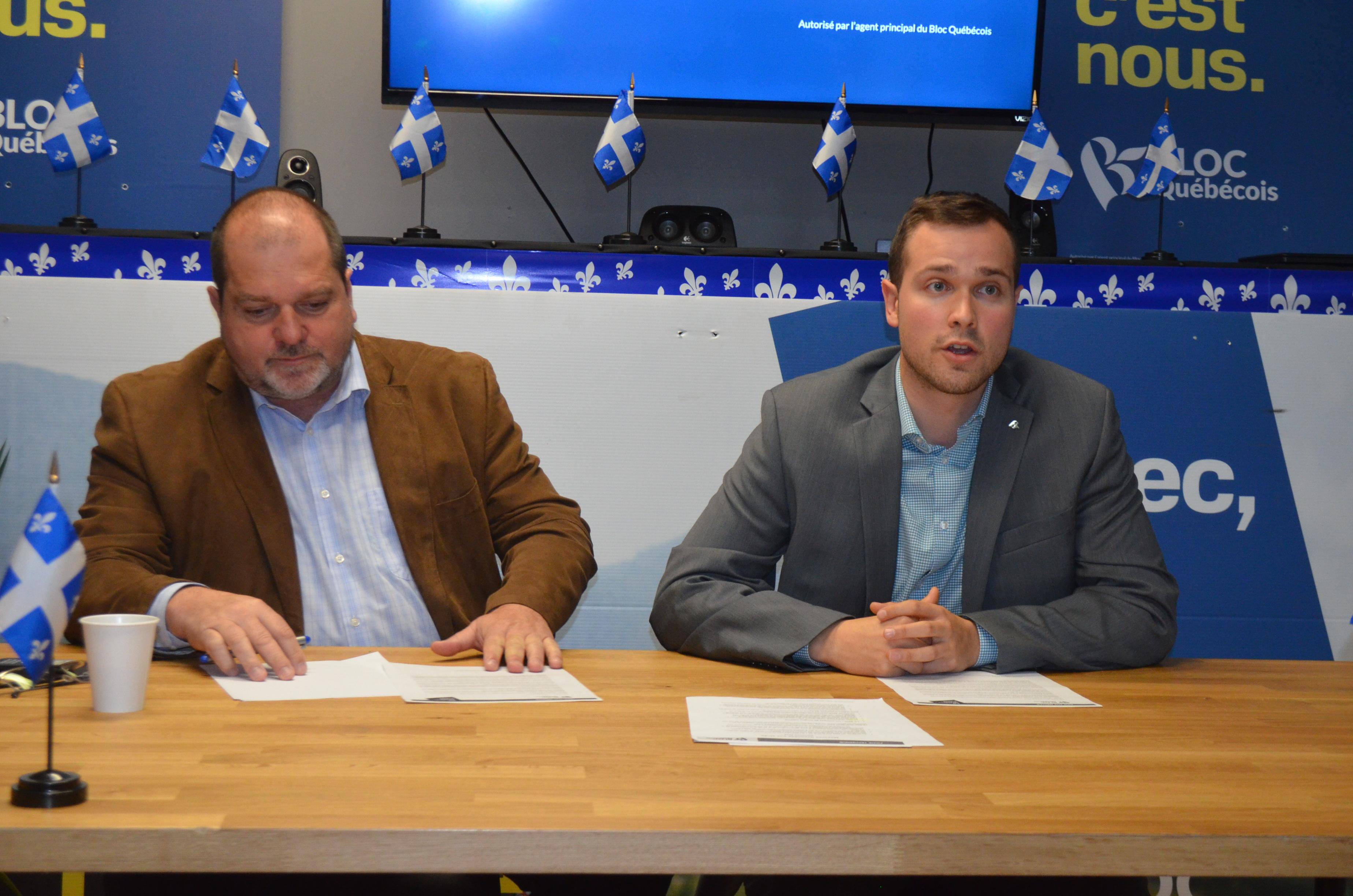 Le député de Rimouski à l'Assemblée nationale, Harold LeBel et le candidat du Bloc Québécois Maxime Blanchette-Joncas.