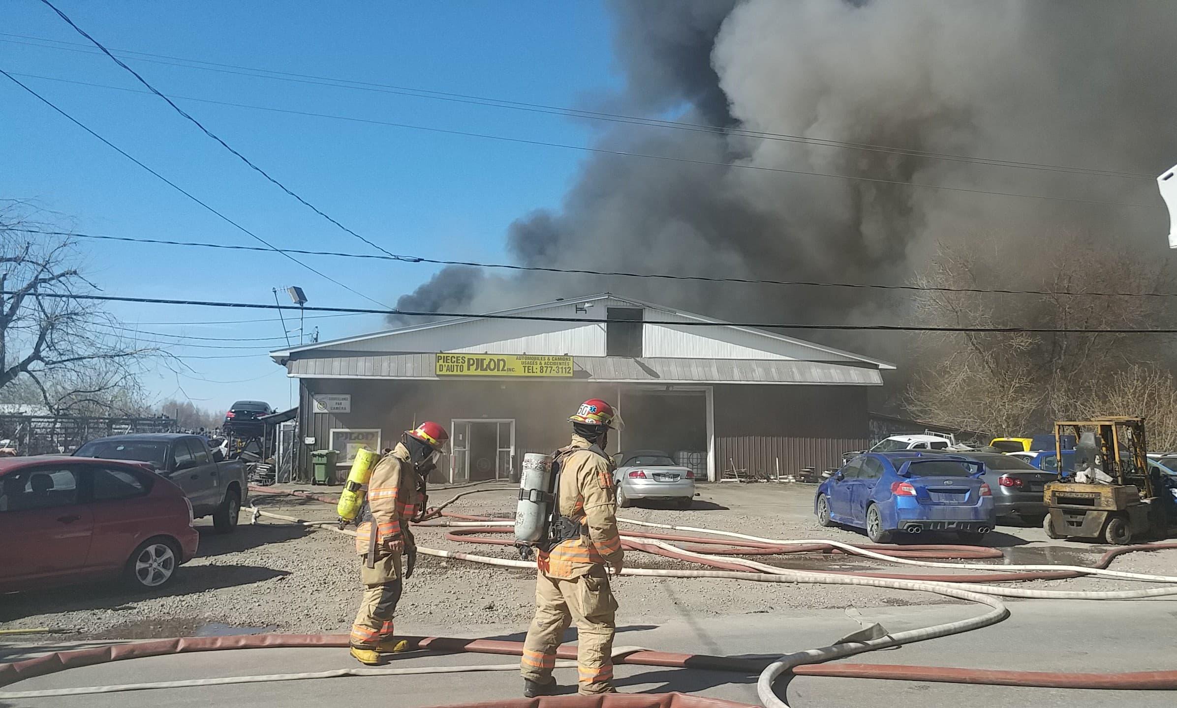 Incendie Pièces d'auto Pilon