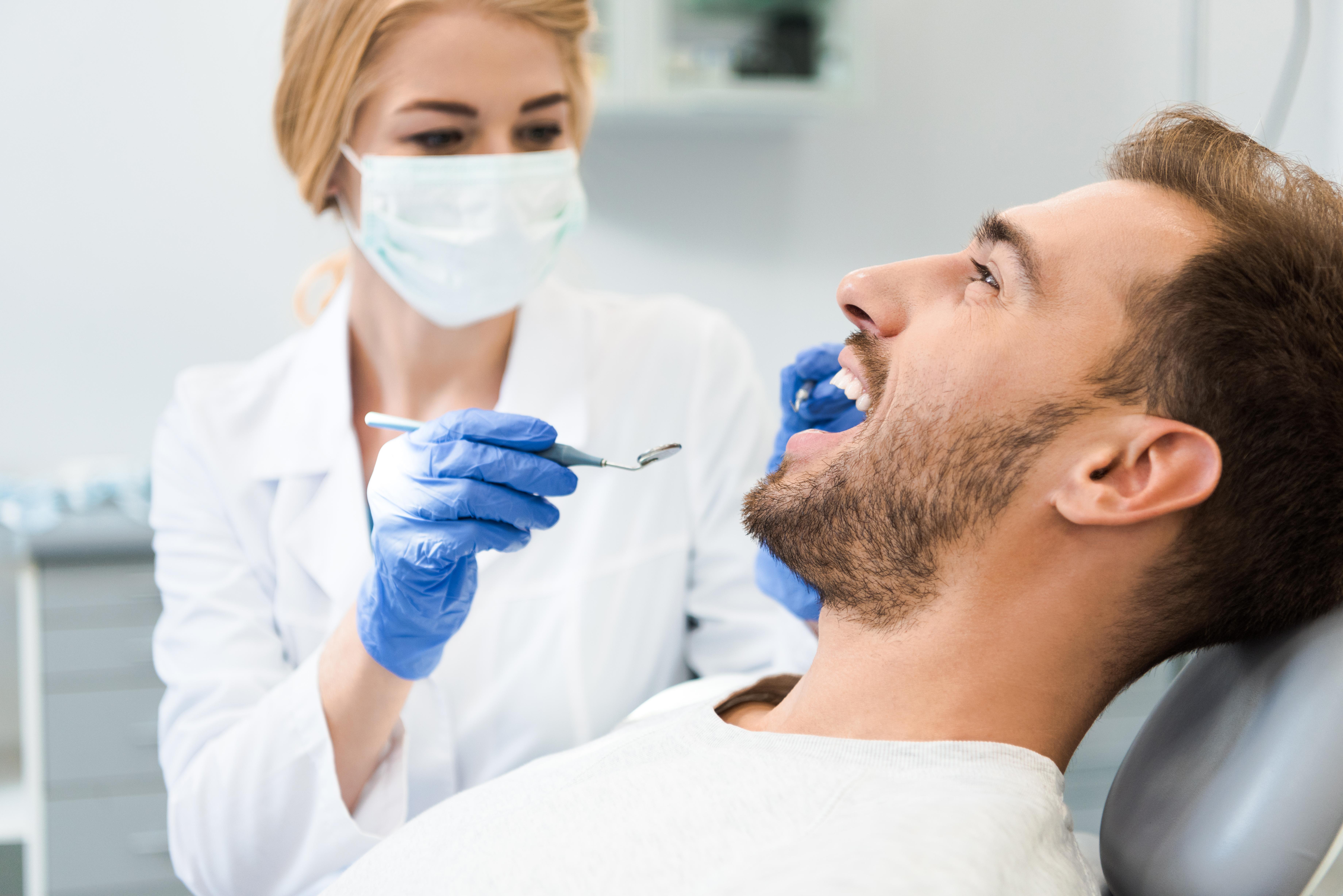 dentiste hygiéniste patient
