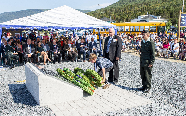 Inauguration parc de la paix Rivière-à-Claude véhicule blindé LAV III
