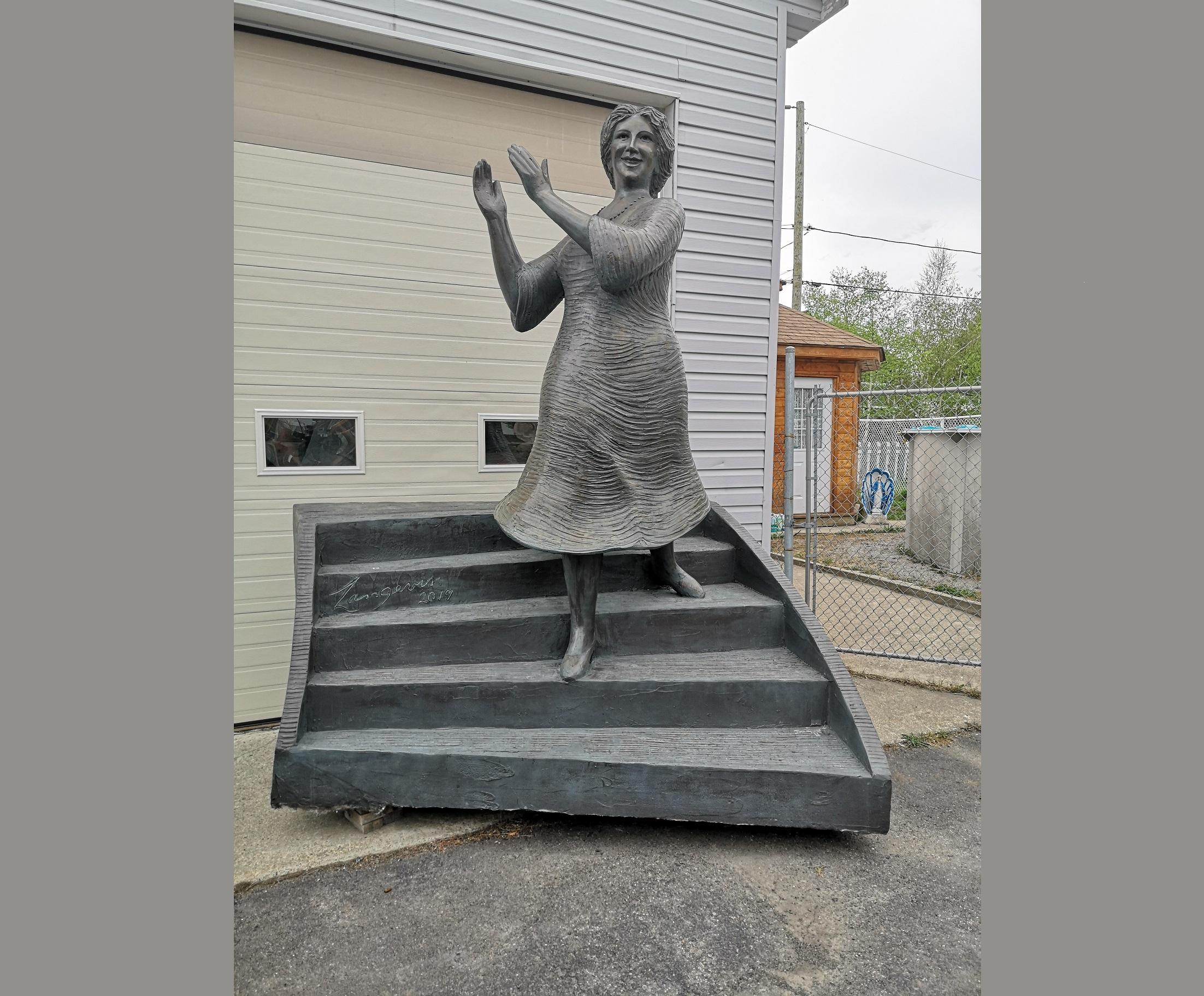 La Bolduc, une sculpture Roger Langevin, créée pour la vitalité et la joie que ce personnage dégageait.