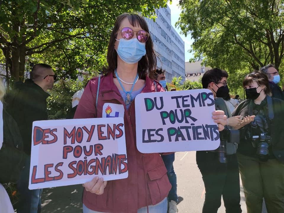 Les femmes sont au front dans une multitude de services de soins au Québec. Elles souhaitent que l'on reconnaisse que même si elles sont essentielles, elles ne sont pas inépuisables.