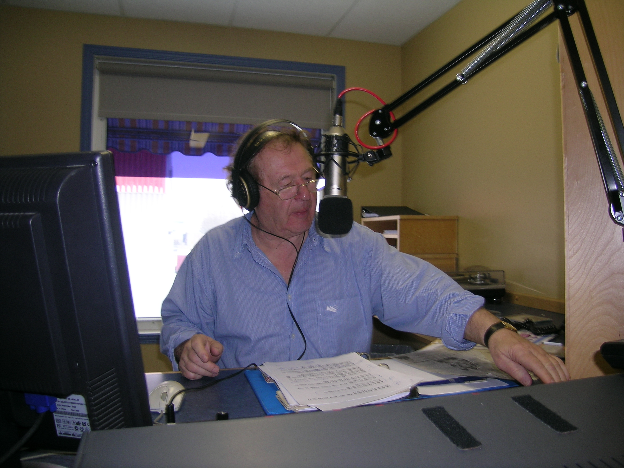 Que ce soit à CJBR radio-télé, CFER-TV, CFLP, CKMN, Jean Brisson a toujours eu cette passion d'informer, de divertir et de communiquer avec son public.