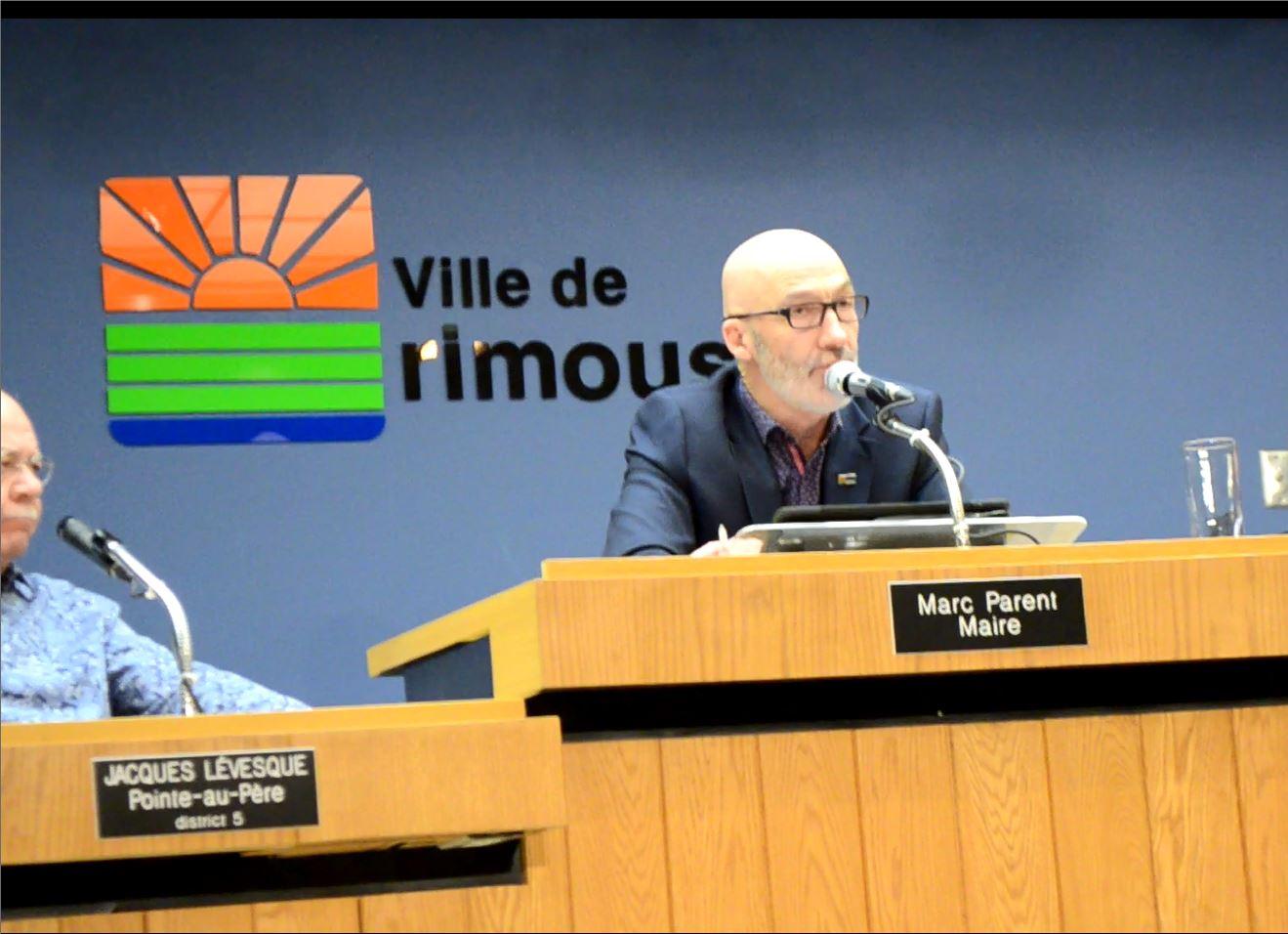Le maire Marc Parent lors de la réunion du conseil municipal de la Ville de Rimouski lundi soir