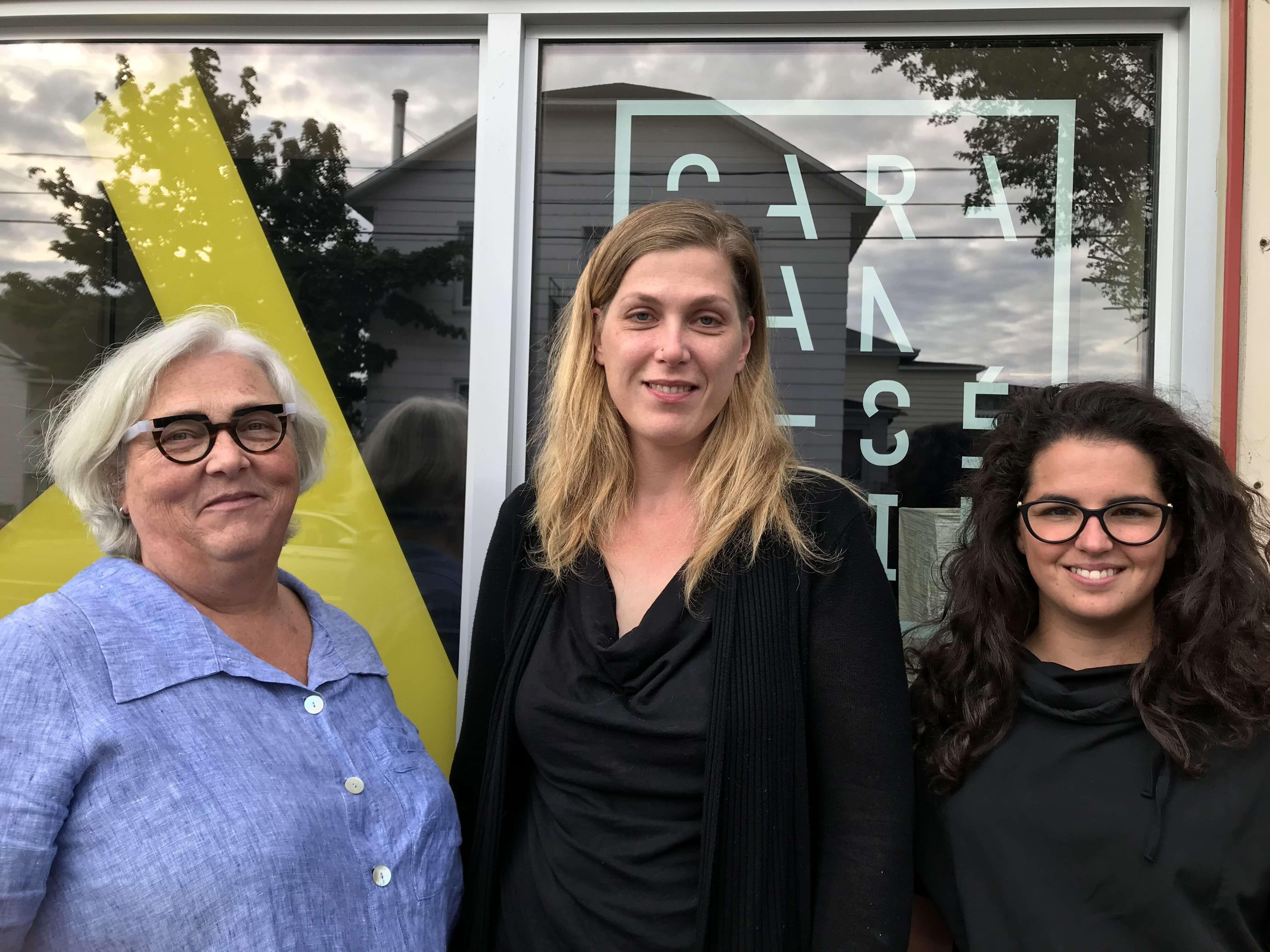Francine Périnet, directrice générale du Musée régional de Rimouski, Cybel Chagnon, directrice de la Coopérative Paradis et Katherine Raymond, vice-présidente de la Coopérative Paradis.