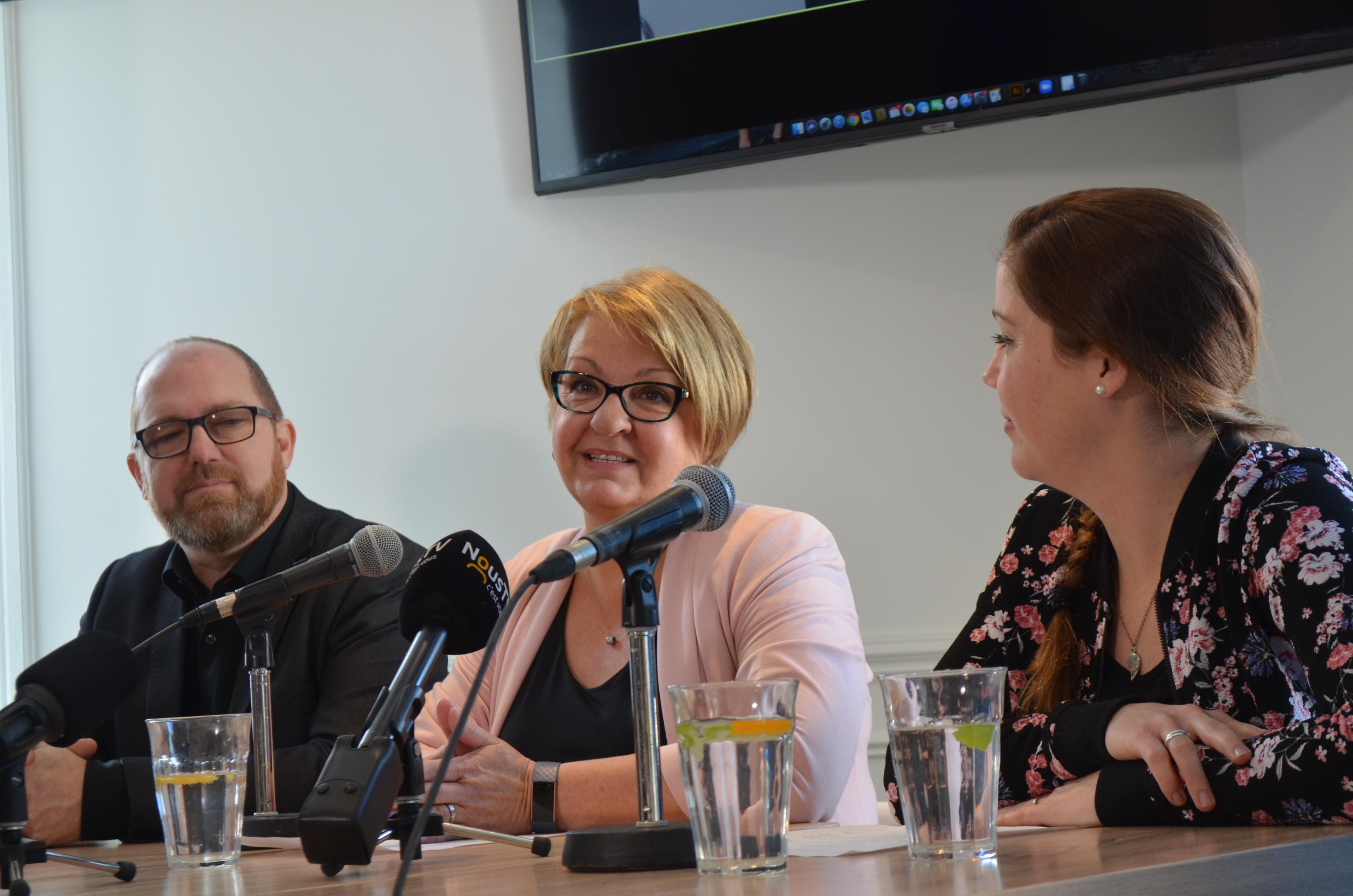Stéphane Mongrain, Méga Scène; Thérèse Sirois, directrice générale de la Ressource et Sarah St-Pierre, directrice programmation Nous TV.