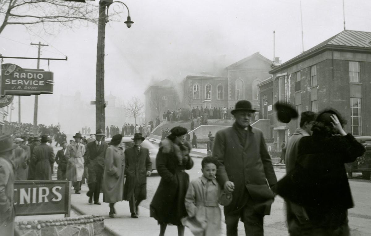 Palais de justice de Rimouski incendié, 7 mai 1950.