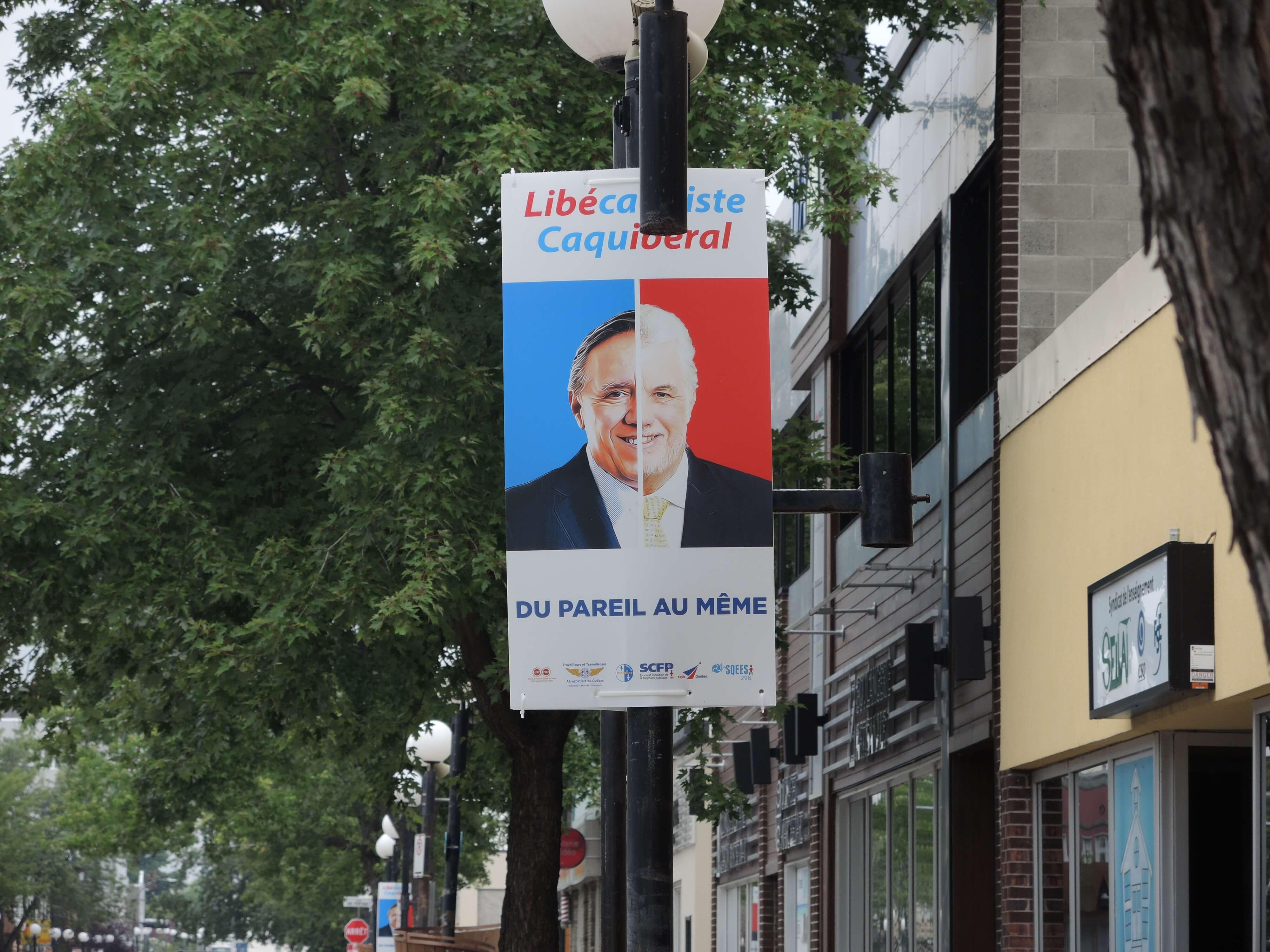 Les affiches anti-CAQ et anti-PLQ arrivent en ville
